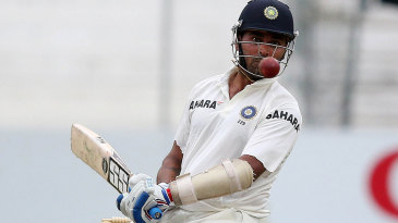 Murali Vijay keeps his eyes on the ball