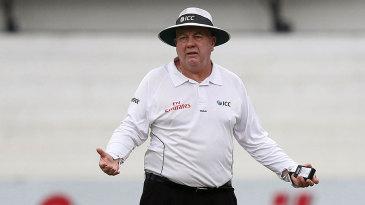 Umpire Steve Davis stopped play for bad light at 3.35 pm