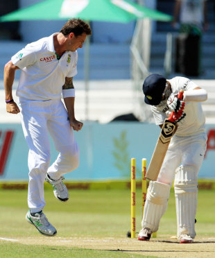 Dale Steyn picked up two wickets in a fiery spell, South Africa v India, 2nd Test, Durban, 4th day, December 29, 2013