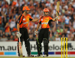 Simon Katich raises the bat after reaching his fifty, Perth Scorchers v Sydney Thunder, Big Bash League, Perth, January 3, 2013