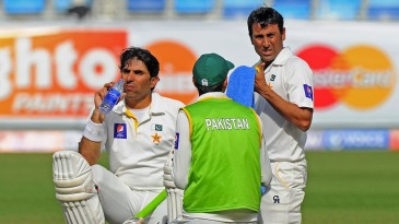 Misbah-ul-Haq and Younis Khan have a drink