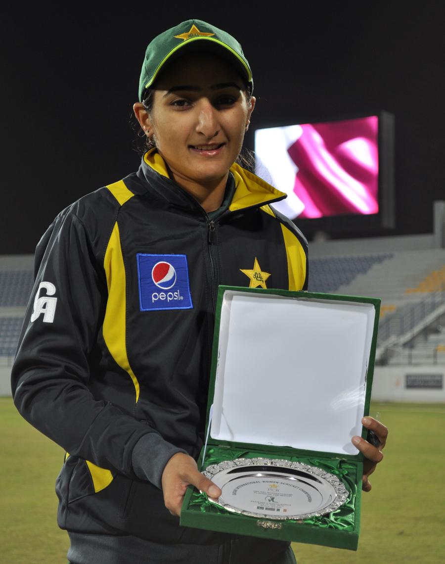 176567 - Pakistan edge South Africa in low-scorer