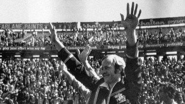 Tony Greig salutes the Eden Gardens crowd