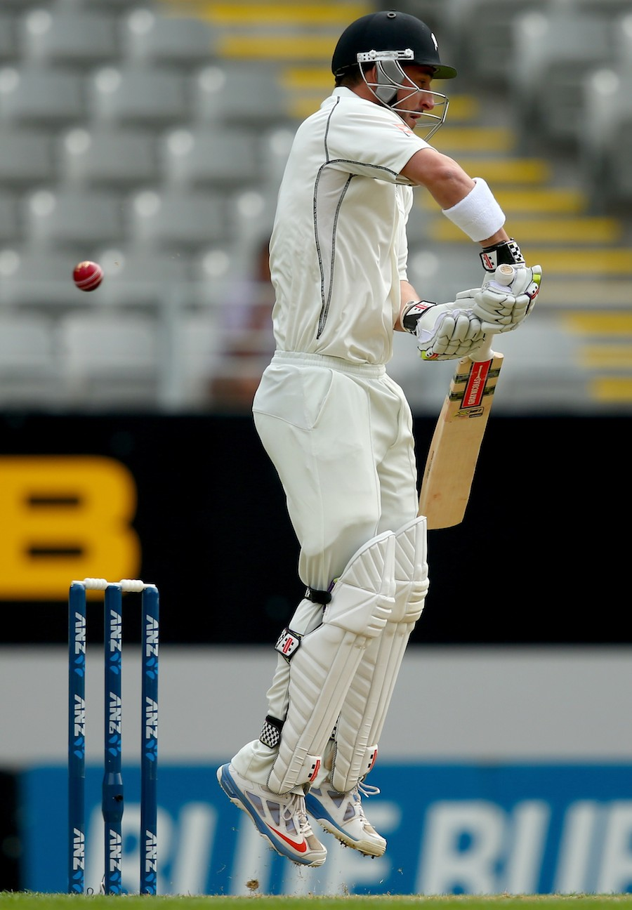 Hamish Rutherford gets off his toes, New Zealand v India, 1st Test, Auckland, 1st day, February 6, 2014