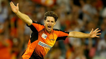 Brad Hogg finished with figures of 2 for 17