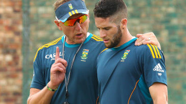 Allan Donald passes on some tips to Wayne Parnell