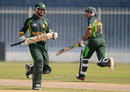 Imam-ul-Haq and Sami Aslam run between the wickets, Pakistan v Sri Lanka, quarter-final, Under-19 World Cup, Sharjah, February 22, 2014