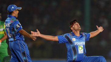 Hamid Hassan celebrates the wicket of Anamul Haque