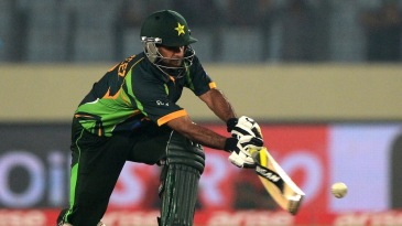 Mohammad Hafeez executes a sweep