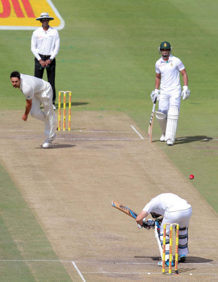 Dean Elgar evades a short ball from Mitchell Johnson, South Africa v Australia, 3rd Test, Cape Town, 3rd day, March 3, 2014