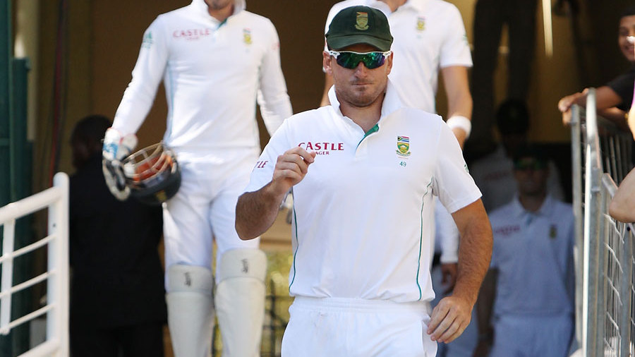 Graeme Smith leads South Africa out to the field