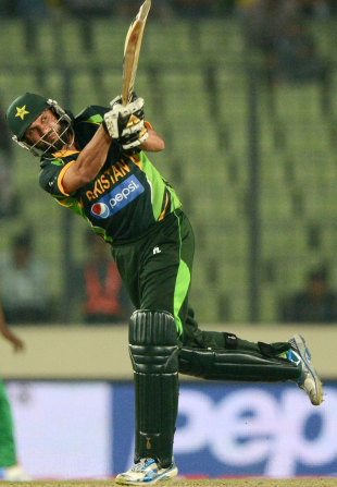 Shahid Afridi goes over the top, Bangladesh v Pakistan, Asia Cup, Mirpur, March 4, 2014