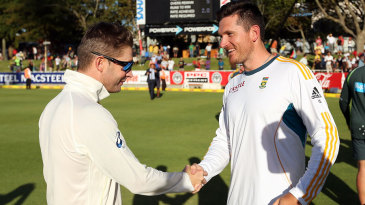 Michael Clarke and Graeme Smith shake hands after Australia's thrilling win