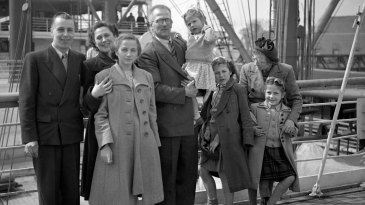 Harold Larwood and his family on board the <i>Orontes</I> at Tilbury before migrating to Australia