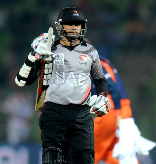 Khurram Khan was bowled by Tom Cooper for 31, Netherlands v United Arab Emirates, World T20, 1st round, Group B, March 17, 2014