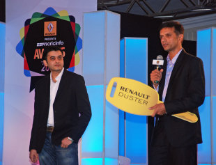 Rahul Dravid accepts the Cricket for Good award at the ESPNcricinfo awards, Mumbai, March 14, 2014