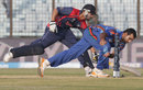 Dawlat Zadran tries to run out Sharad Vesawkar, Afghanistan v Nepal, World Twenty20, Group A, Chittagong, March 20, 2014