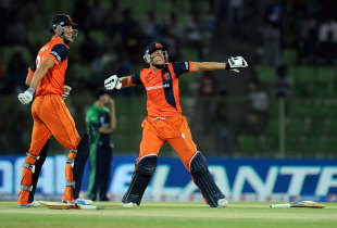Ben Cooper and Wesley Barresi exult as Netherlands confirm their passage to the Super 10 stage, Ireland v Netherlands, World T20, First Round Group B, Sylhet
