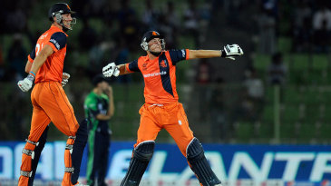 Ben Cooper and Wesley Barresi exult as Netherlands confirm their passage to the Super 10 stage