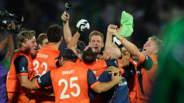 Netherlands' players celebrate after qualifying for the Super 10 stage