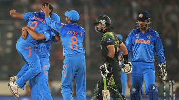 Amit Mishra is the center of attention after getting Ahmed Shehzad stumped