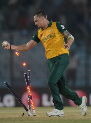 Dale Steyn effects the winning run-out, New Zealand v South Africa, World T20, Group 1, Chittagong, March 24, 2014