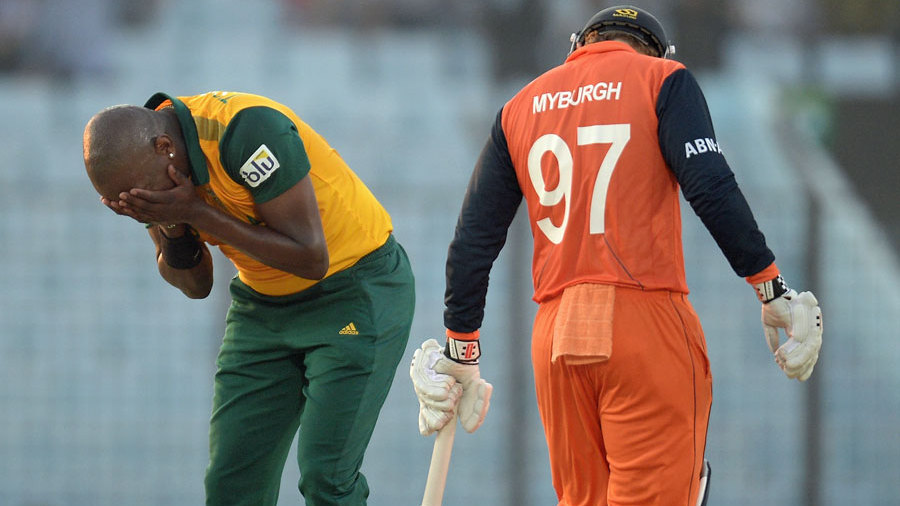 Lonwabo Tsotsobe reacts after being hit for a six by Stephan Myburgh