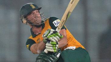 AB de Villiers smashes a six