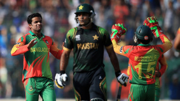 Abdur Razzak celebrates the wicket of Mohammad Hafeez