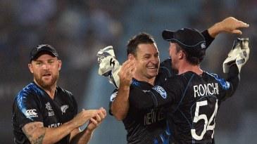 Nathan McCullum celebrates Mahela Jayawardene's wicket