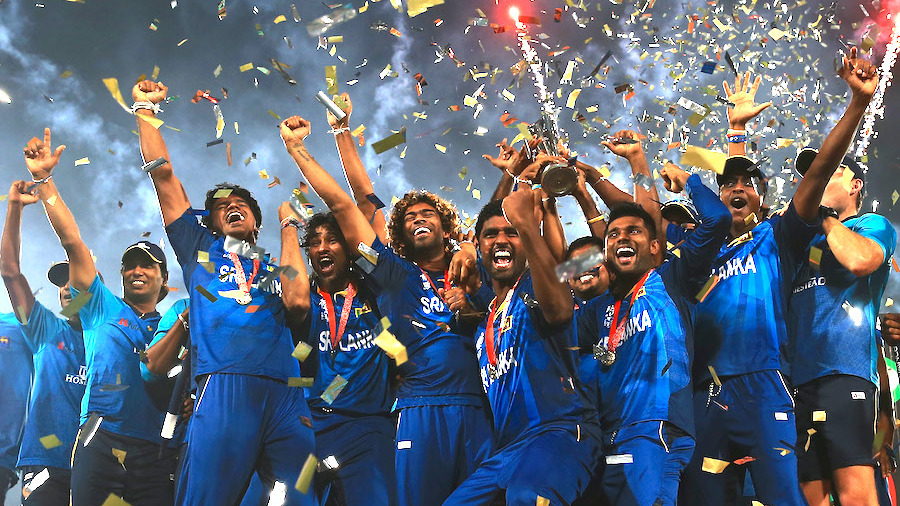 The Sri Lankan team lifts the World T20 trophy