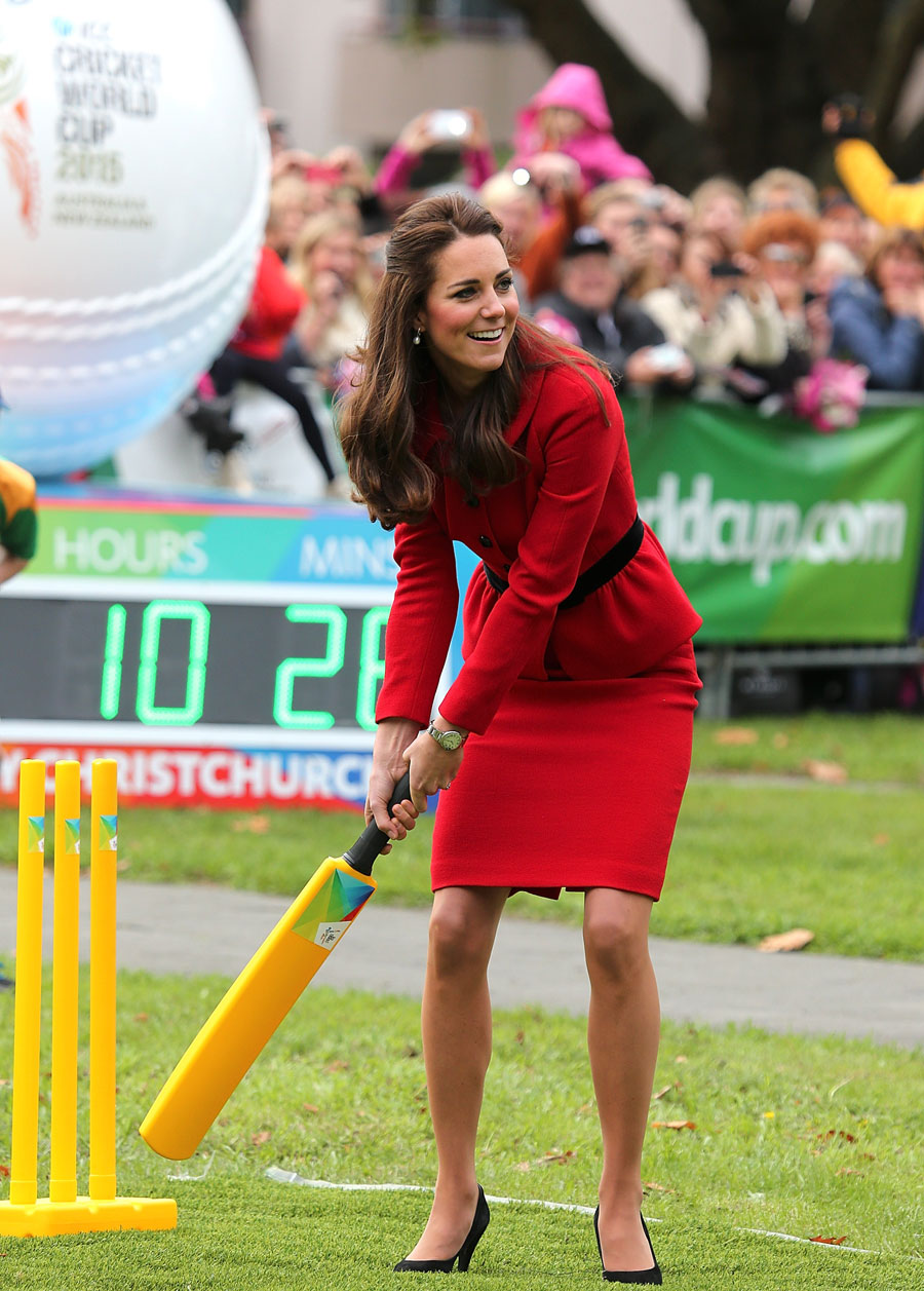 183673 - Prince William and Kate Middleton Playing cricket in Christchurch