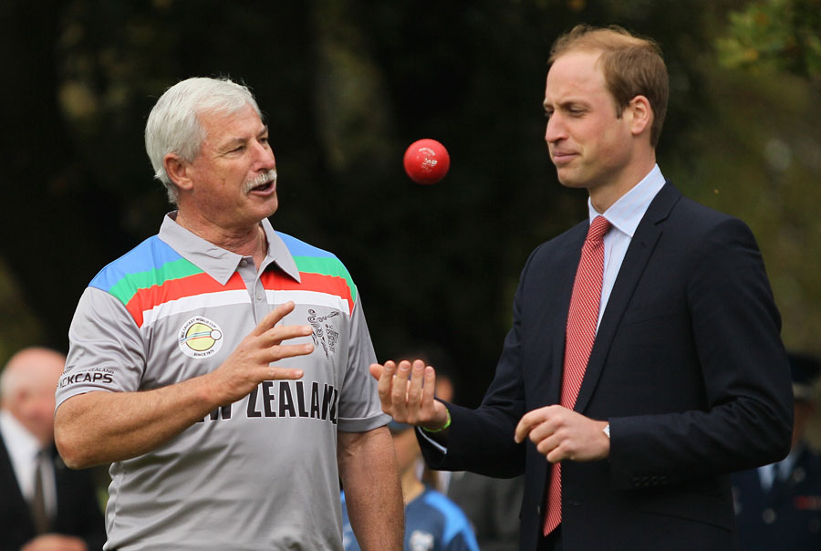 183675 - Prince William and Kate Middleton Playing cricket in Christchurch