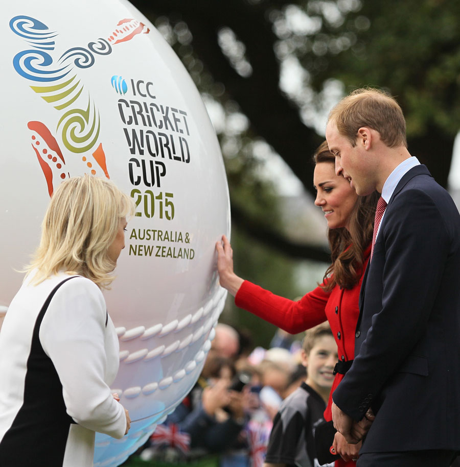 183677 - Prince William and Kate Middleton Playing cricket in Christchurch