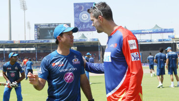 Ricky Ponting and Kevin Pietersen engage in conversation