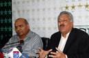 Intikhab Alam and Zaheer Abbas at a press conference, Lahore, May 9, 2014