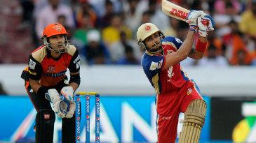 Virat Kohli attacks on his way to a 41-ball 67