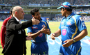 Match referee Andy Pycroft discusses Mumbai Indians' last-minute substitution of Praveen Kumar, Mumbai Indians v Delhi Daredevils, IPL 2014, Mumbai, May 23, 2014