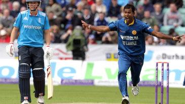 Nuwan Kulasekara removed England's openers