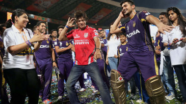 KKR team owner Shah Rukh Khan and Man of the Match Manish Pandey show off their dance moves