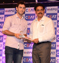 Glenn Maxwell receives the CEAT International Popular Choice award from Dilip Vengsarkar, Mumbai, June 2, 2014