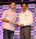 Glenn Maxwell receives the CEAT International Popular Choice award from Dilip Vengsarkar, Mumbai, June 2, 2014
