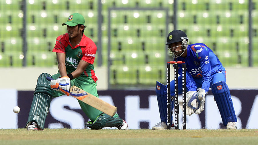 Anamul Haque reverse-sweeps on his way to 44