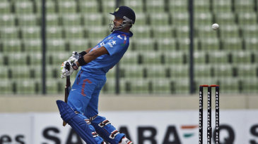 Manoj Tiwary avoids a bouncer