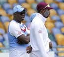 Ottis Gibson speaks to Shane Shillingford, West Indies v New Zealand, 3rd Test, Barbados, 4th day, June 29, 2014