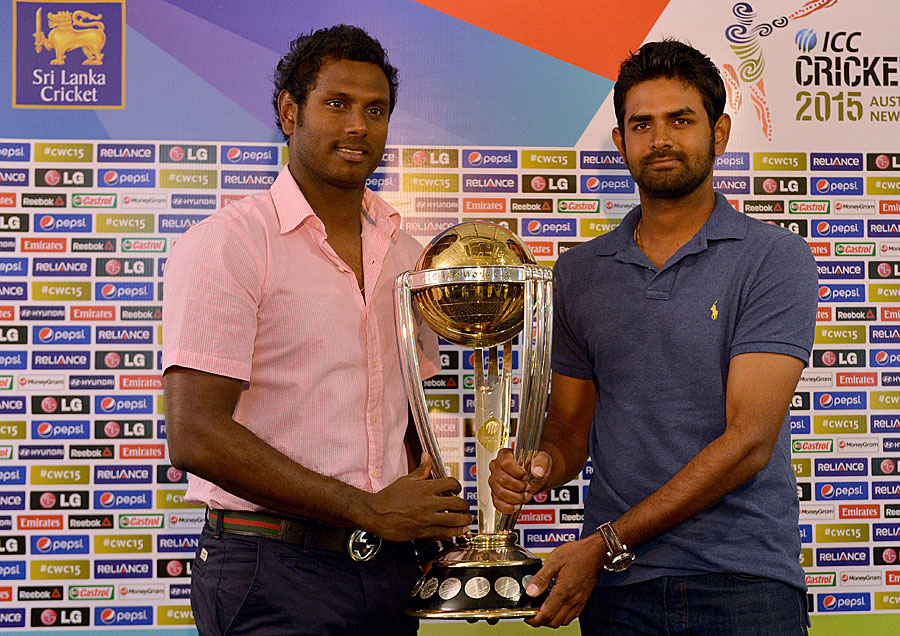 ... pose with the 2015 World Cup trophy | Cricket Photo | ESPN Cricinfo