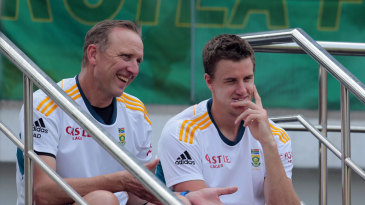 Allan Donald converses with Morne Morkel during a training session