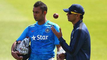 Rahul Dravid has a chat with Stuart Binny