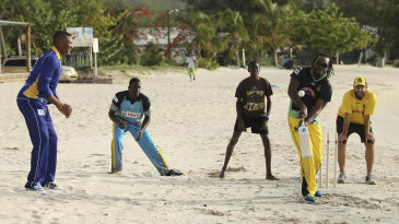 Kieron Pollard, Andre Fletcher, Chris Gayle and Daniel Vettori indulge in a game of beach cricket
