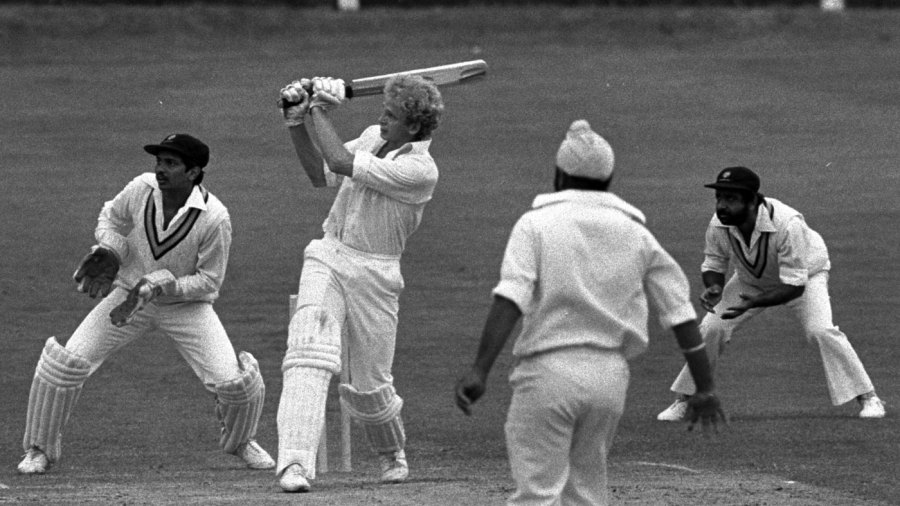 David Gower pulls Bishen Bedi
